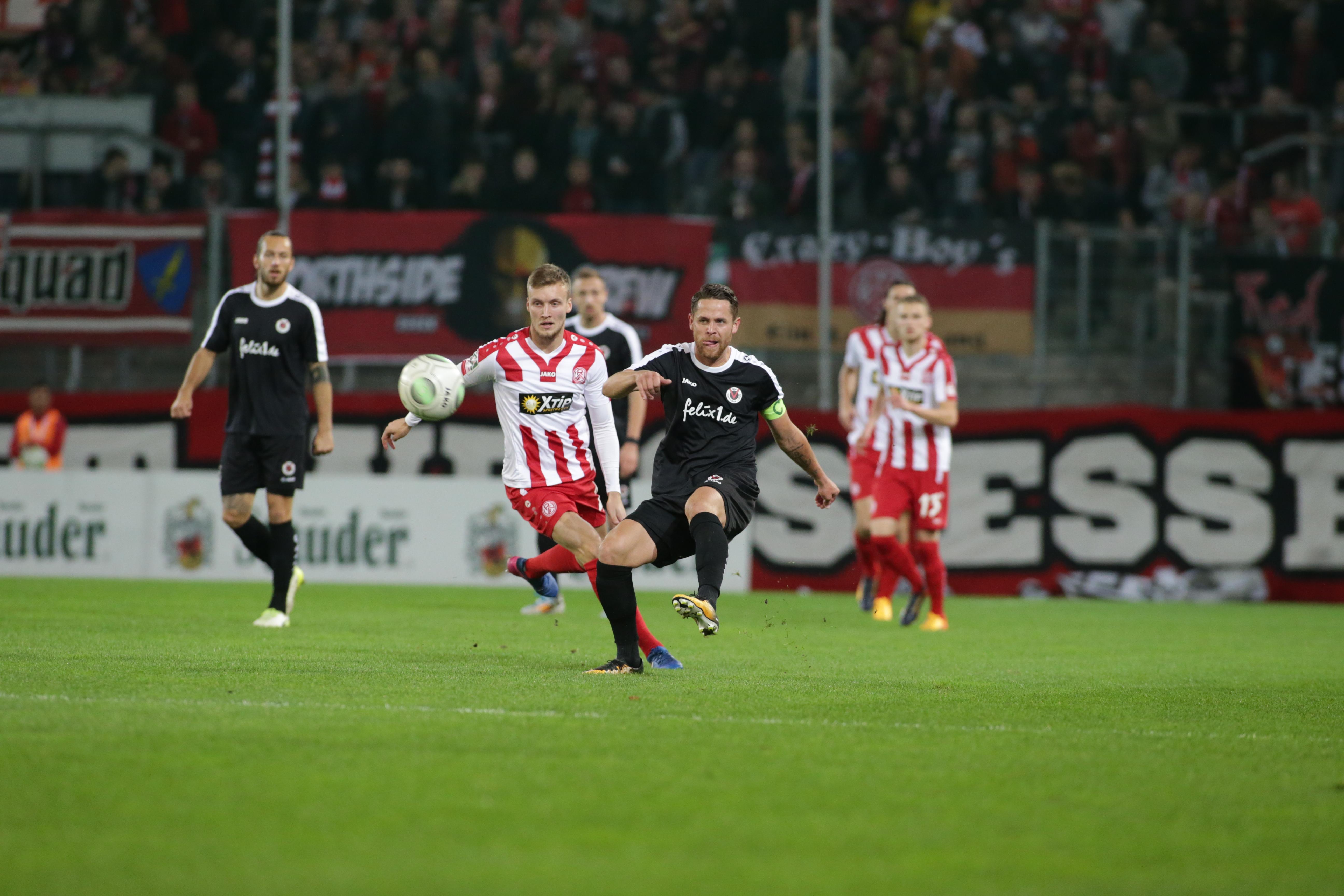 Mit 0:2 unterlagen die Rot-Weissen trotz kämpferisch guter Leistung. (Foto: Endberg)