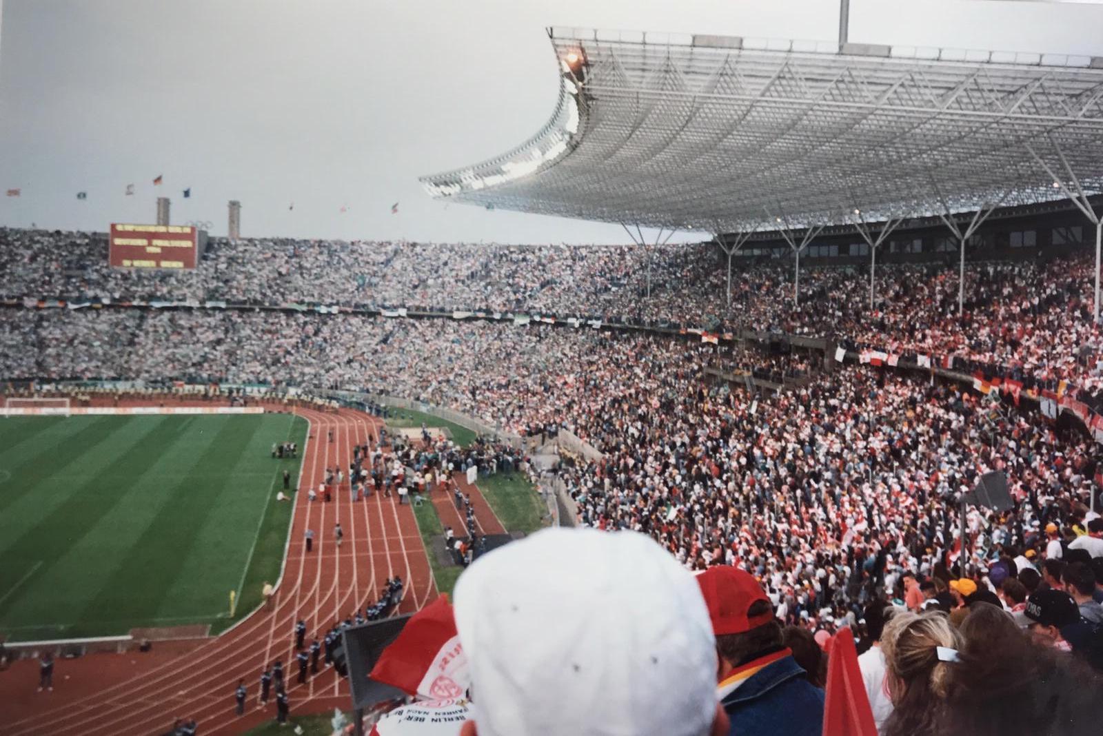 Volle Hütte! Das Olympiastadion am Endspieltag. (Fotos: privat)