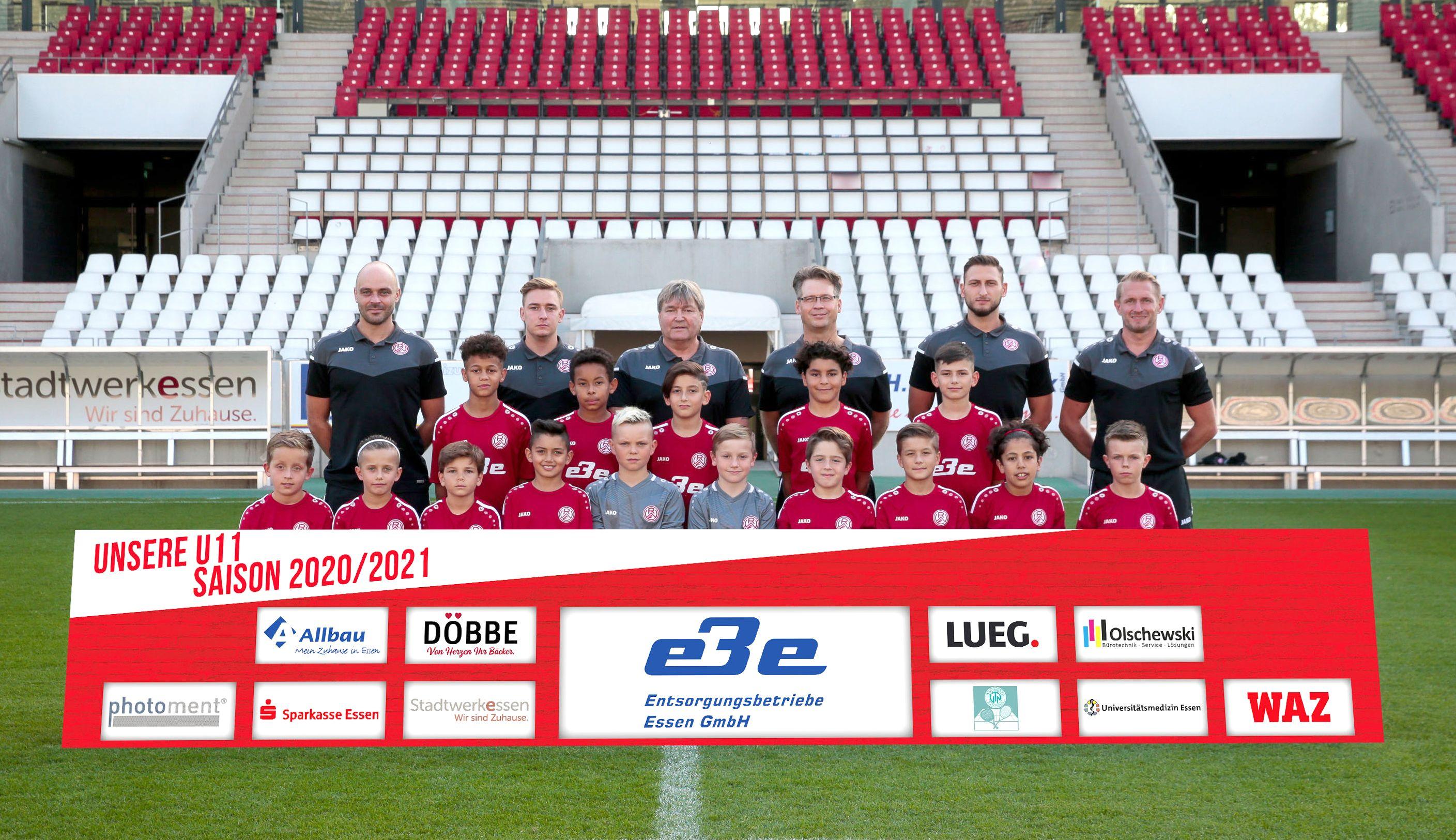 """""""Sir Alex"""" und seine Schützlinge: Udo Platzer (3. von links) und die rot-weisse U11. (Foto: Endberg)"""