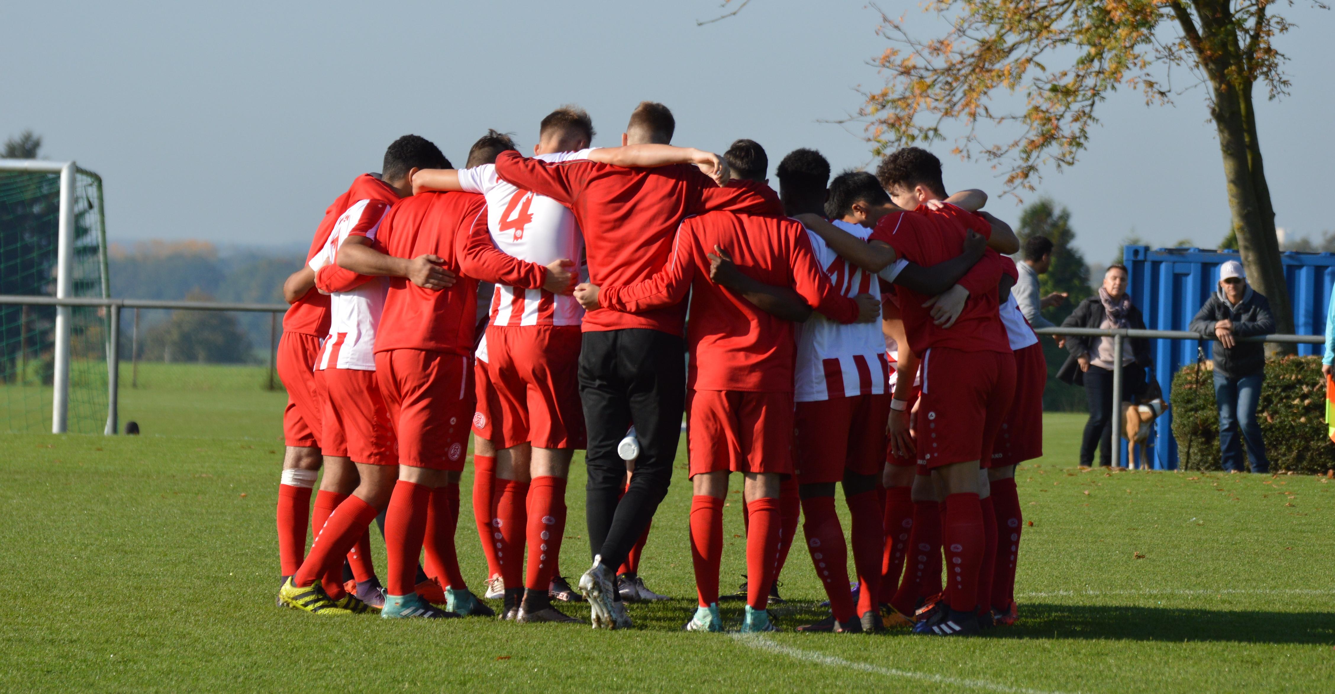Nach dem 1:0 im Derby gegen den FC Kray steht die rot-weisse U19 an der Tabellenspitze der A-Junioren-Niederrheinliga. (Foto: Skuppin)