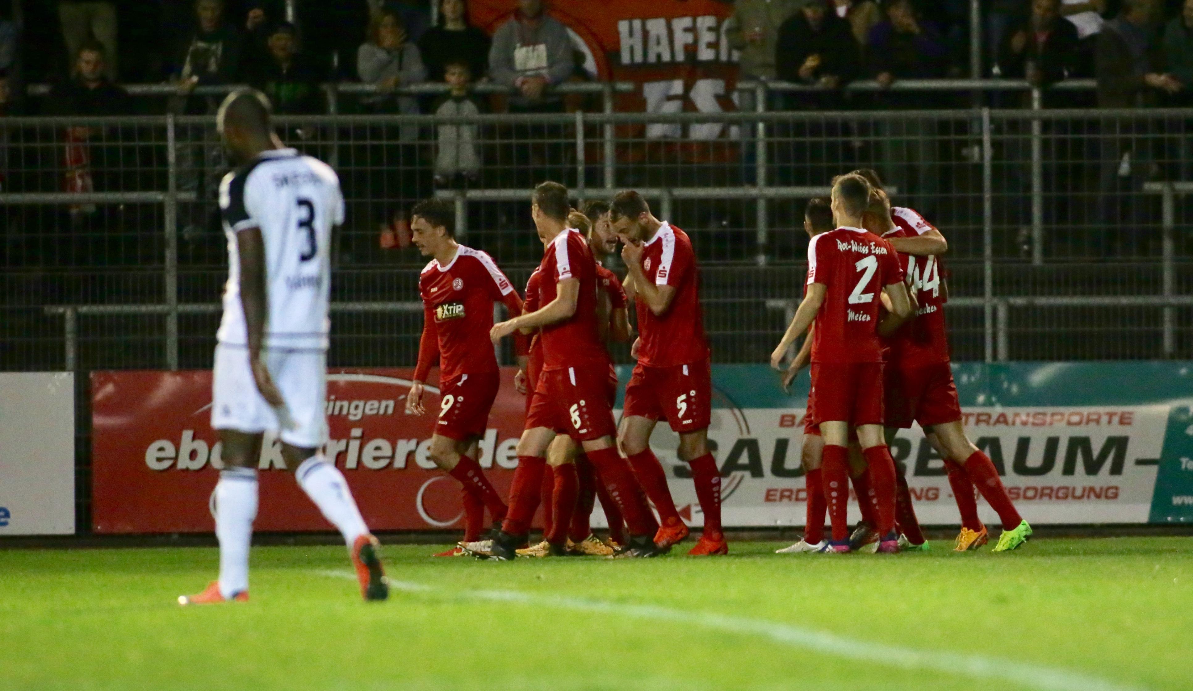 Mit 2:0 schlugen die Rot-Weissen den ETB SW Essen am Uhlenkrug. (Foto: Endberg)