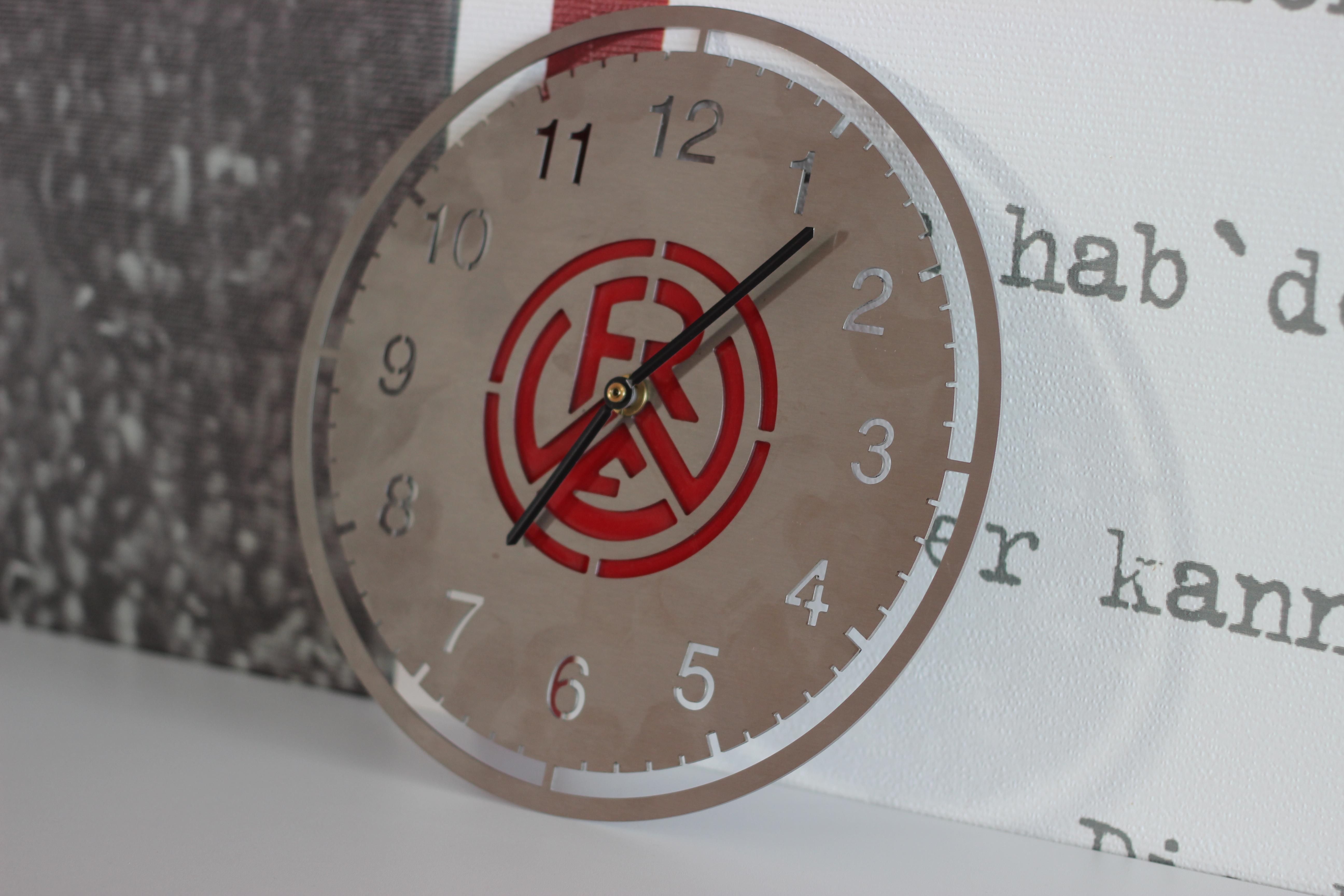 Die RWE-Uhr stammt aus den Werkstätten der Jugendberufshilfe Essen.