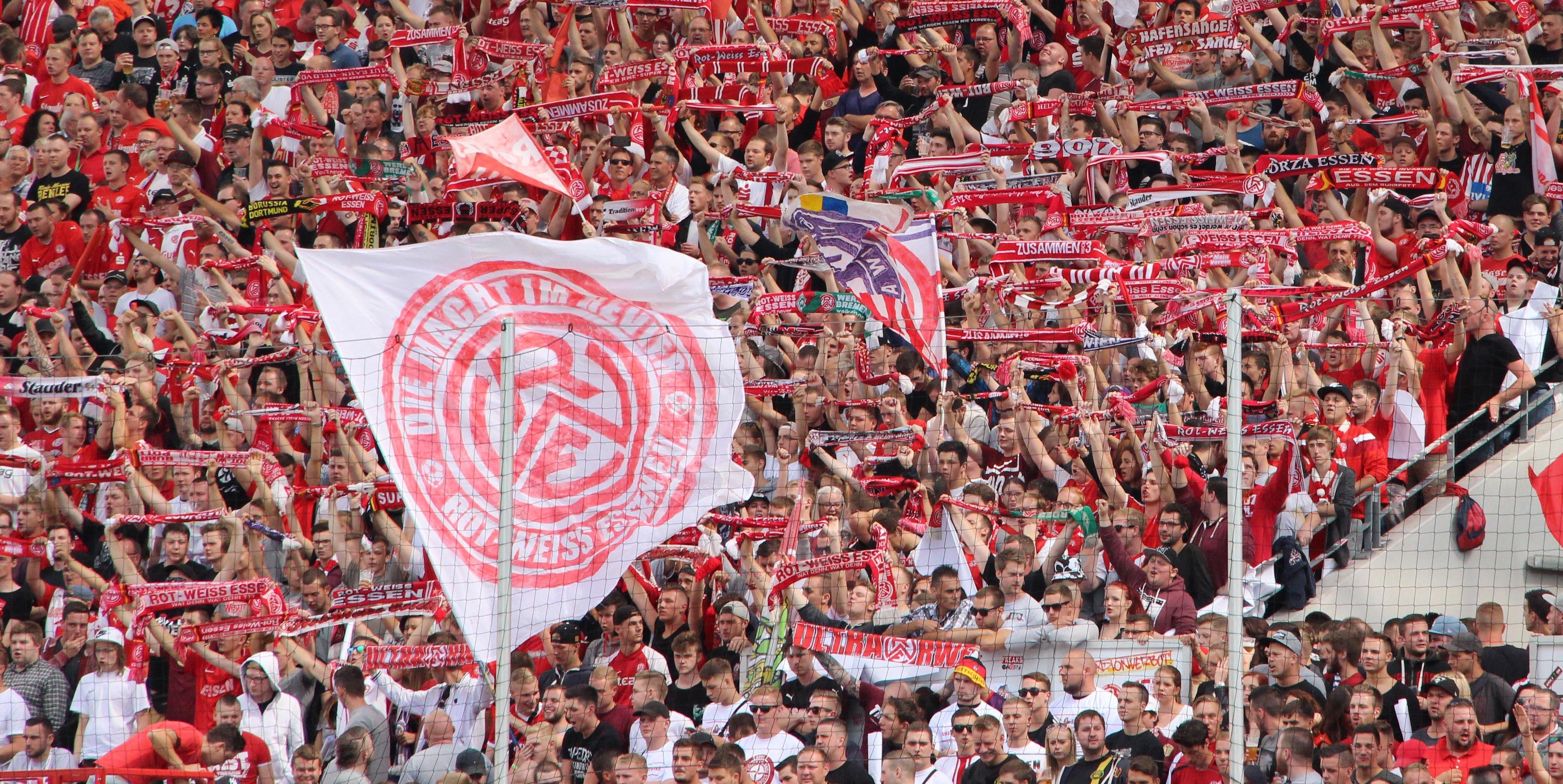 Am Samstag trifft RWE zu Hause auf Rot-Weiß Oberhausen.