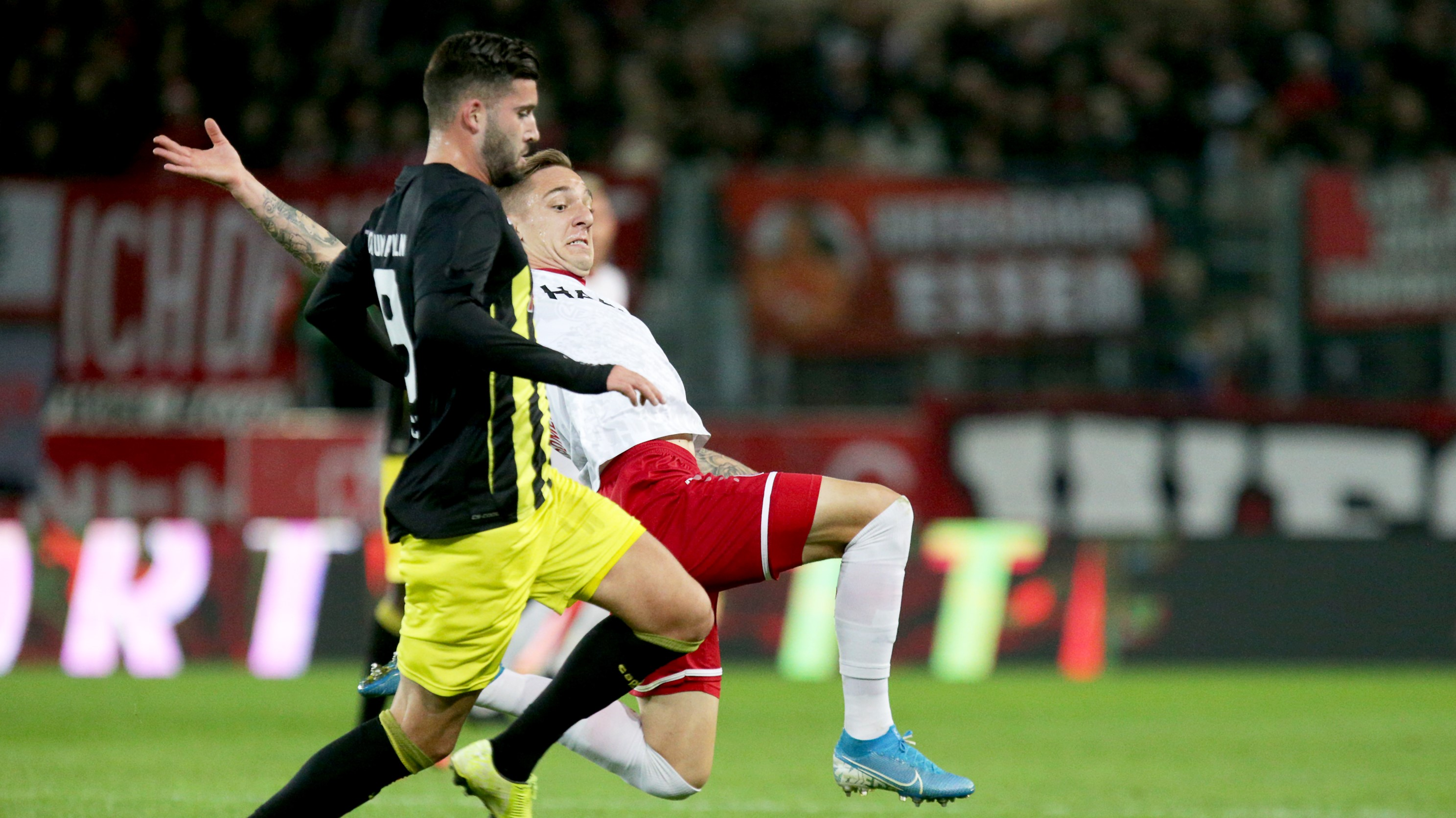 RWE-Kapitän Kehl-Gomez und Kollegen treten zum 8. Spieltag bei Fortuna Köln an.