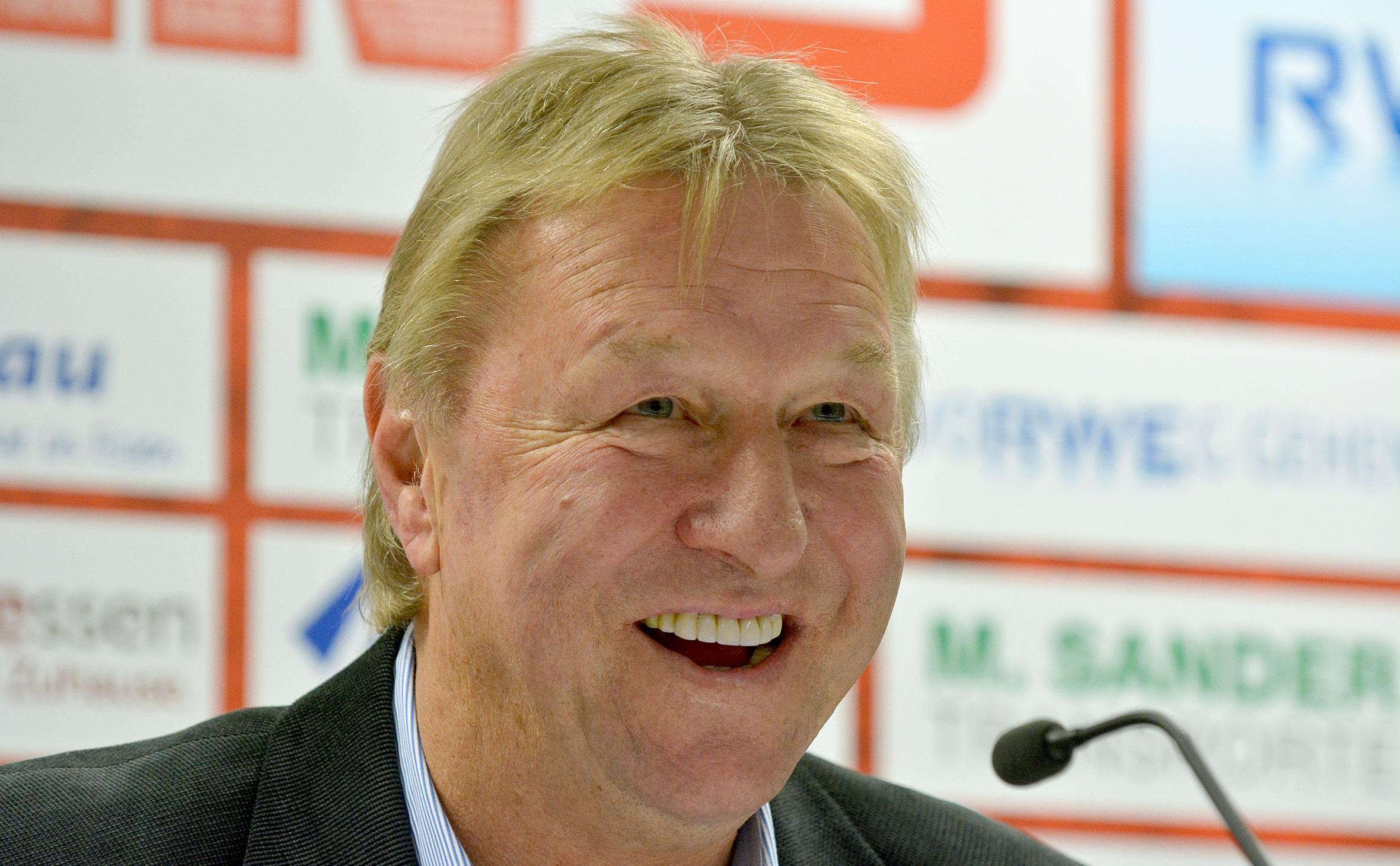 Horst Hrubesch erhält eine Ehrung vom Land NRW.