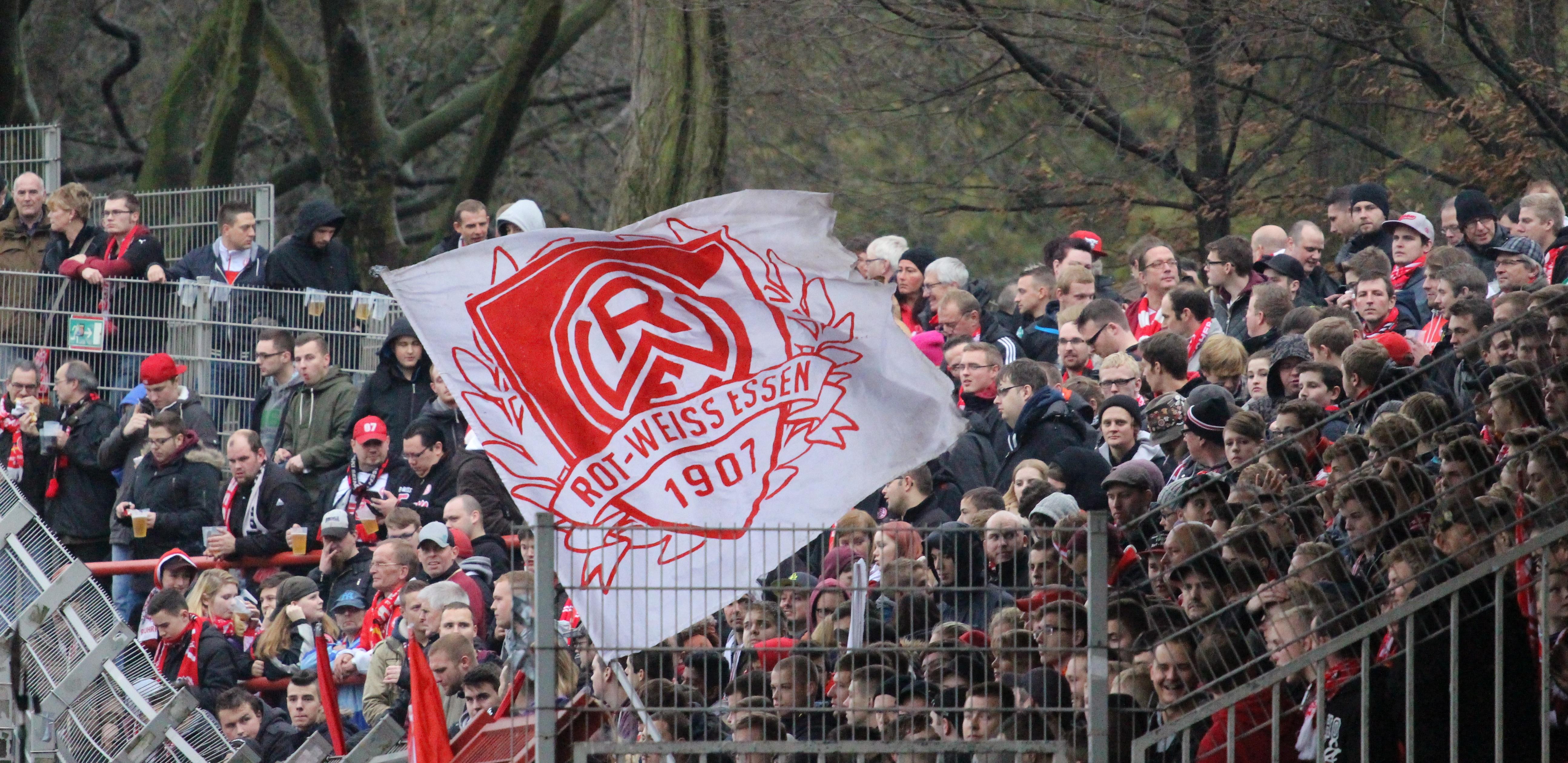 Am Samstag trifft Rot-Weiss Essen auf Rot-Weiß Oberhausen.