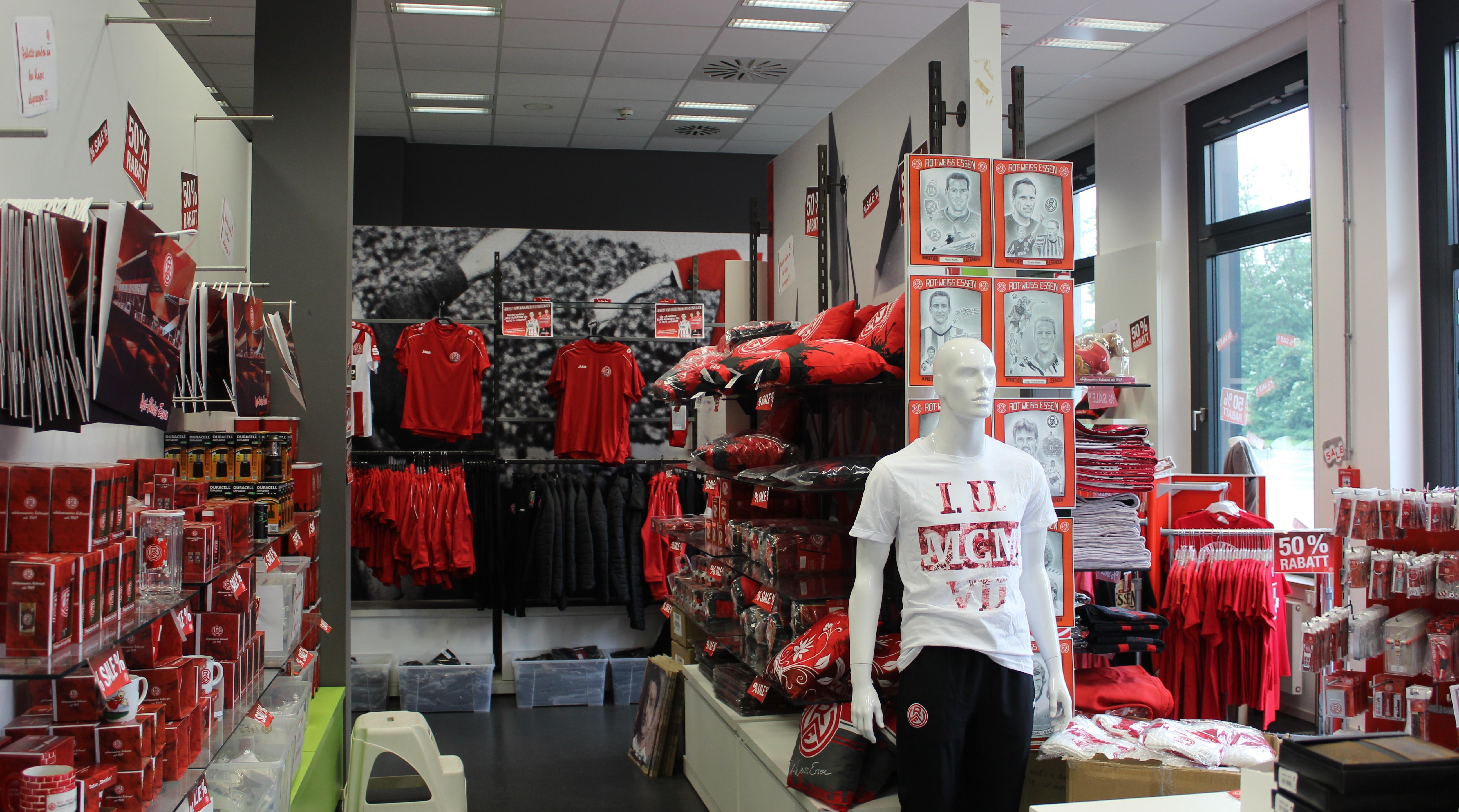 Am Mittwoch, den 27.06. öffnet der Fan-Shop am Stadion von 11.00 bis 15.00 Uhr.