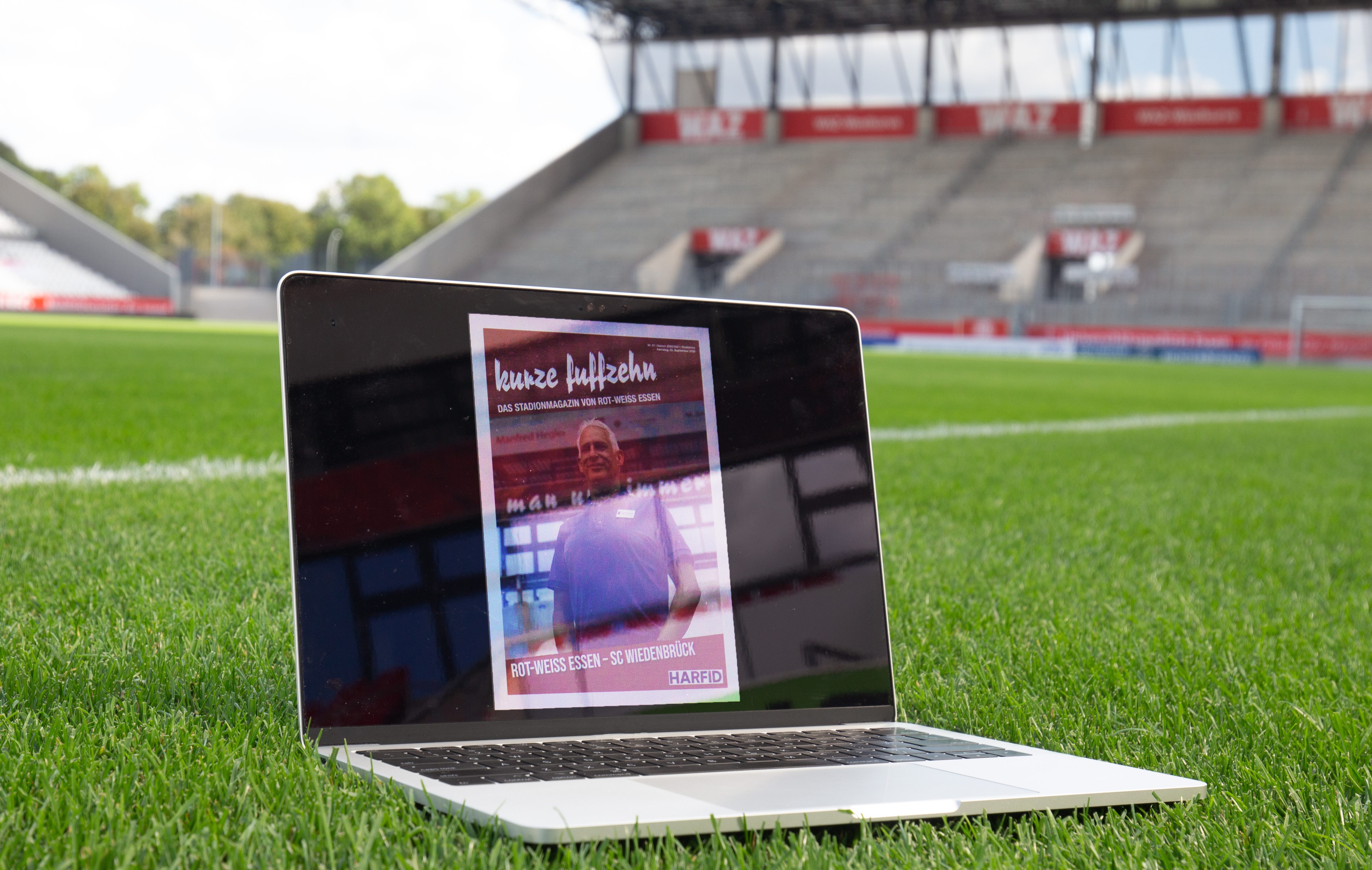"""Das rot-weisse Stadionmagazin """"Kurze Fuffzehn"""" erscheint zum Pokalduell gegen Bielefeld in digitaler Form."""