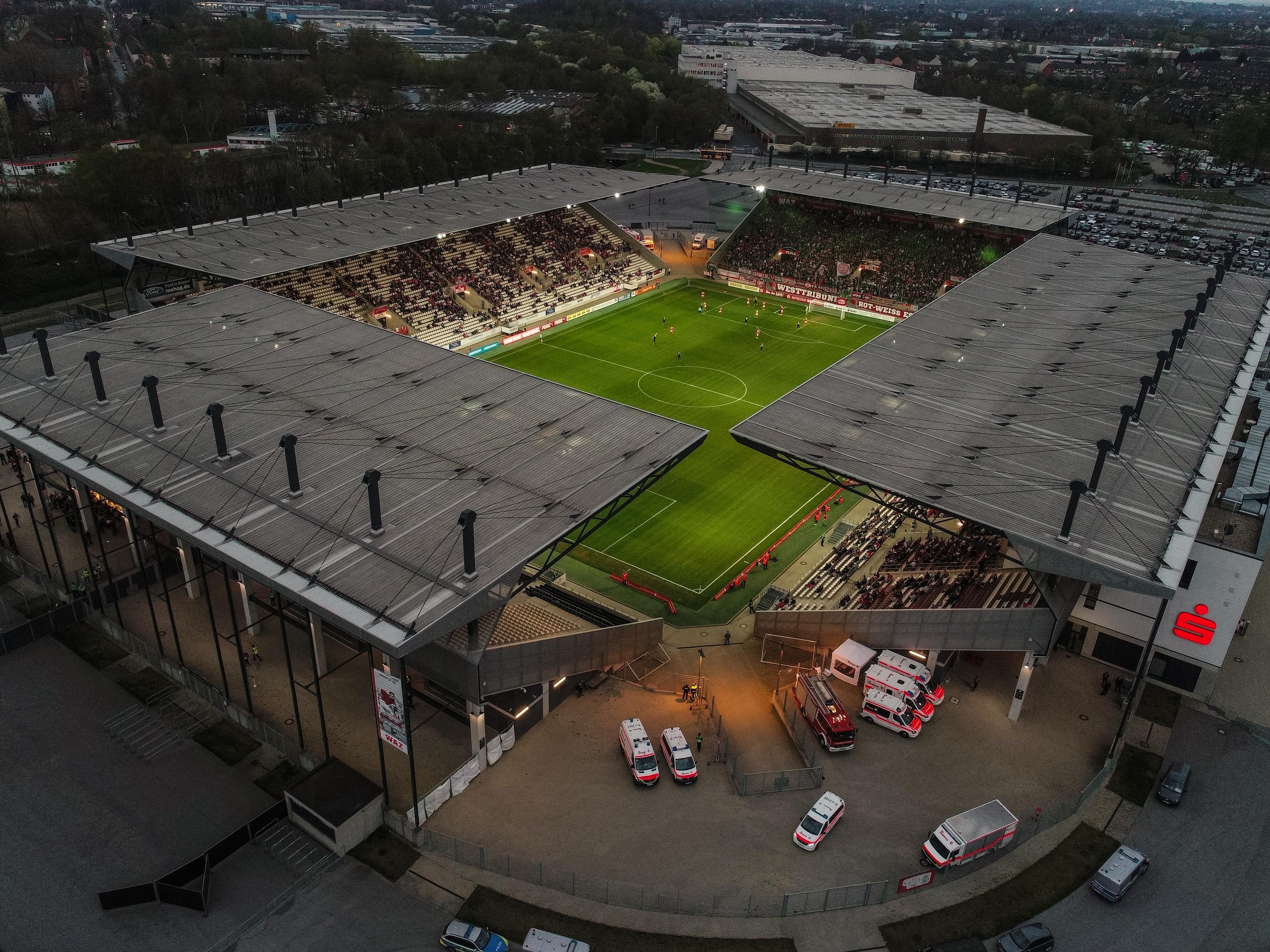 Den SC Verl empfangen die Rot-Weissen unter Flutlicht. (Foto: Gohl)