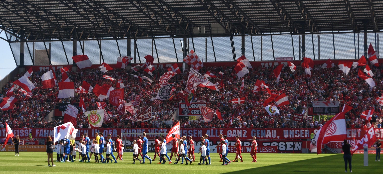 Eine tolle Leistung bot am heutigen Sonntag nicht nur die Mannschaft, sondern auch die RWE-Fans. (Foto: Rotzoll)