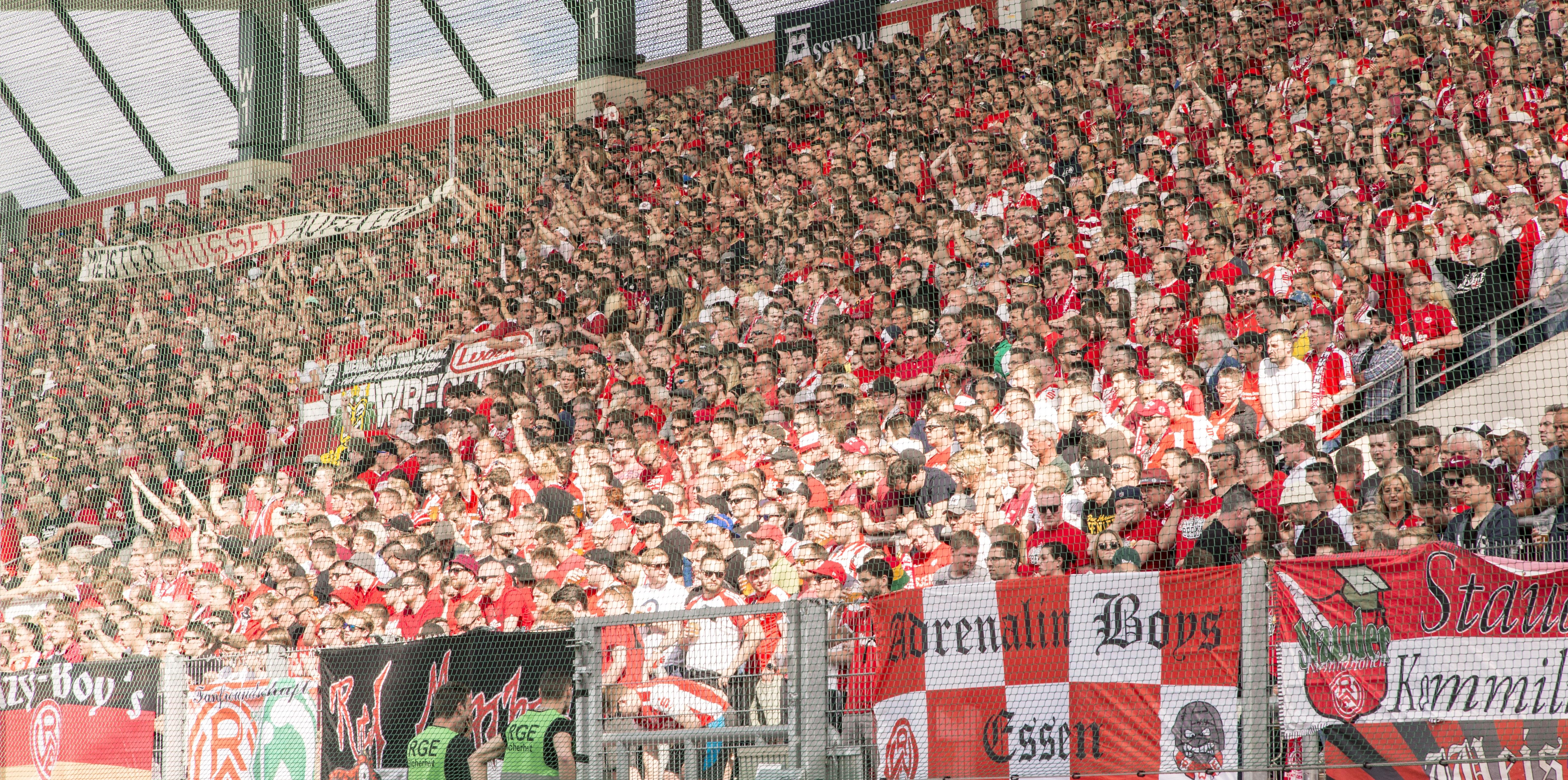Bereits 2.500 RWE-Anhänger haben ihren Saisonpass für die kommende Spielzeit erworben.