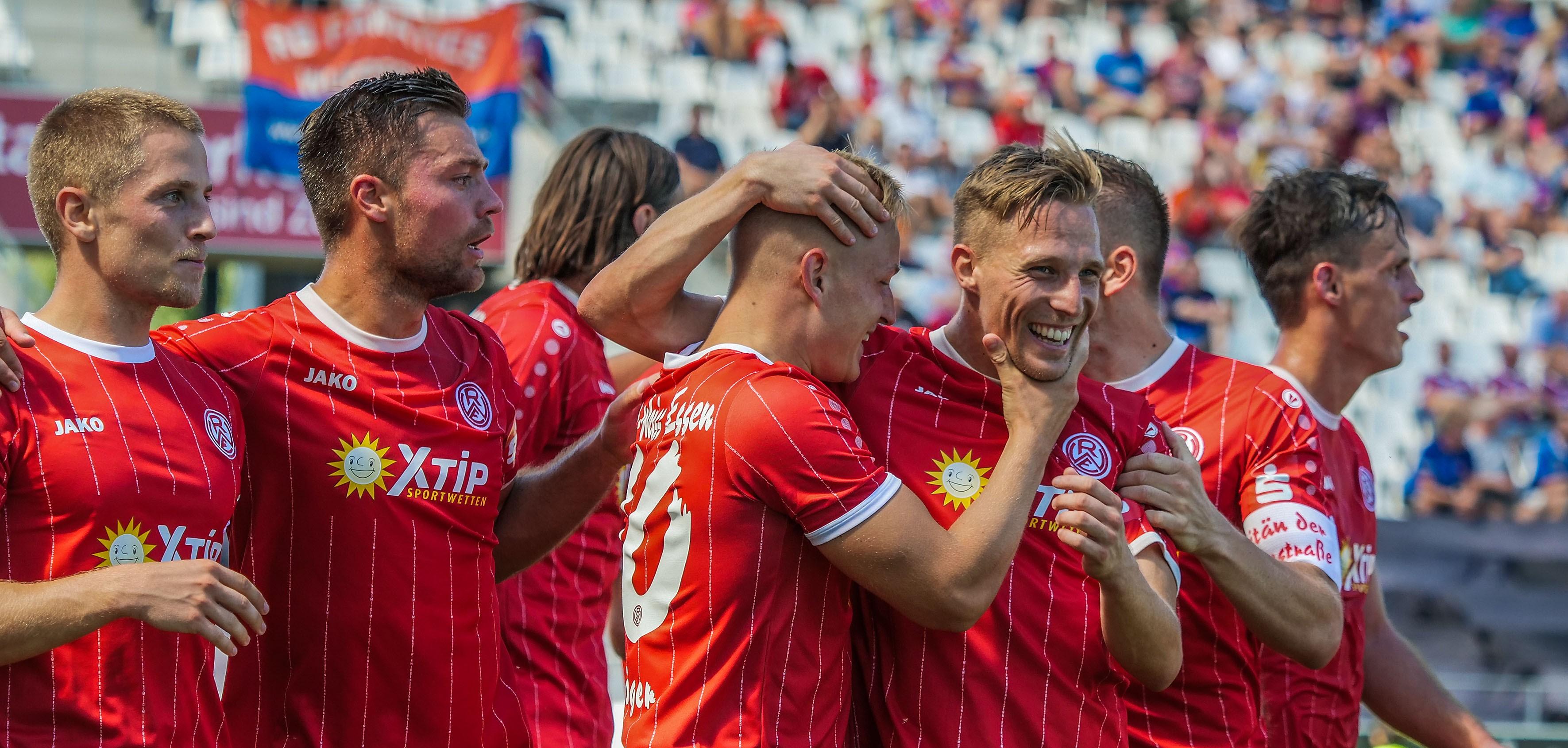 Durch das 2:0 ziehen die Rot-Weissen in die nächste Runde des Niederrheinpokals ein. (Foto: Endberg)