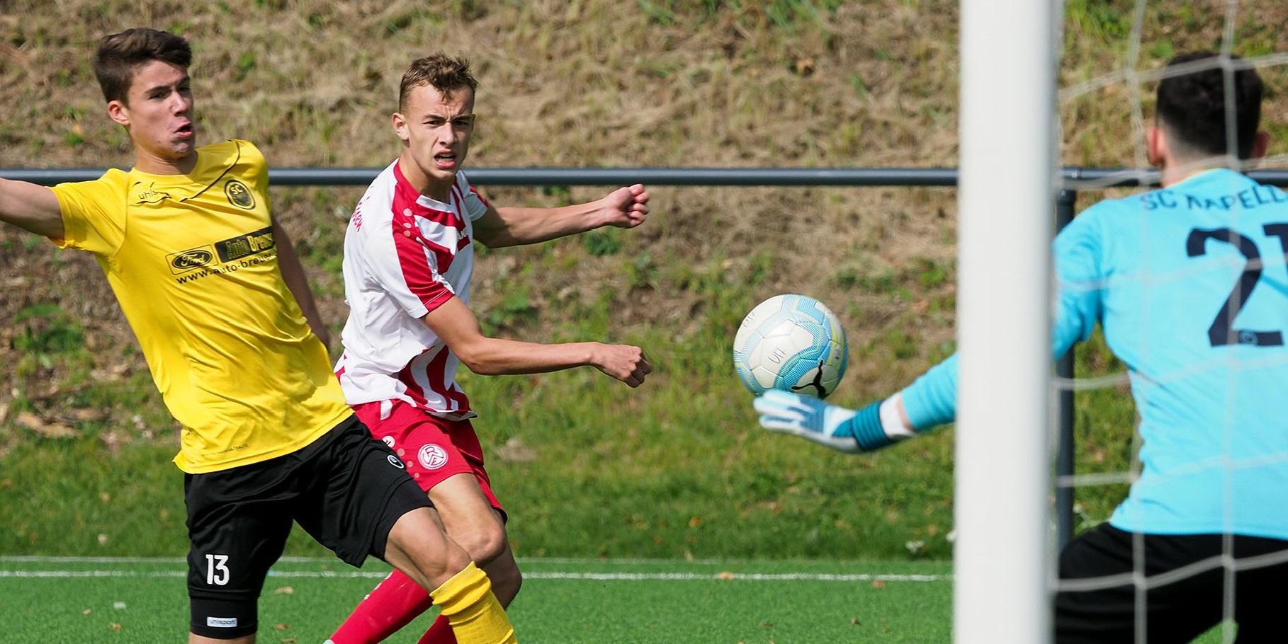 Die rot-weisse U17 wird ihrer Favoritenrolle gerecht und gewinnt mit 2:0 gegen die Sportfreunde Hamborn. (Foto: Endberg)