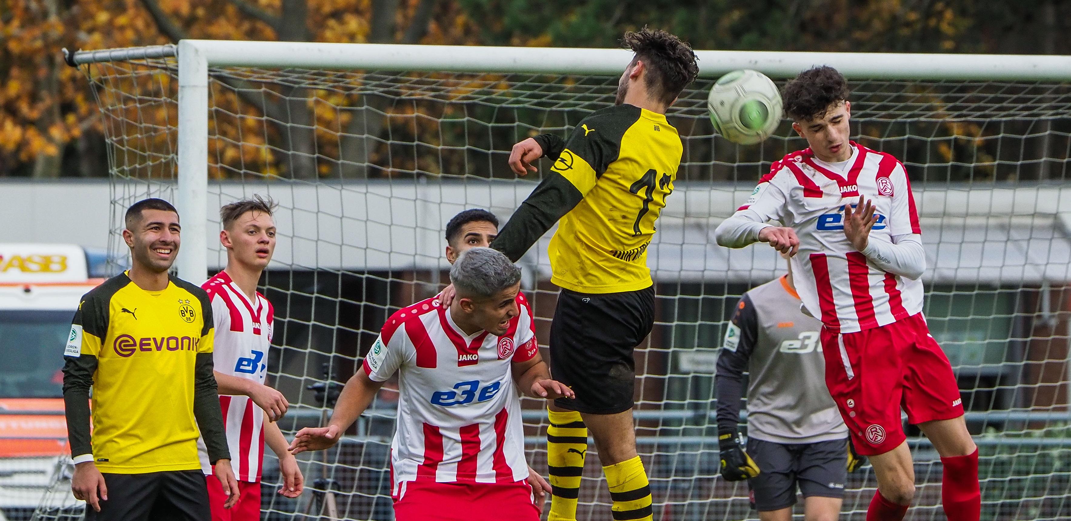 Mit 0:3 musste sich die RWE-U19 gegen den BVB geschlagen geben. Das Foto ist aus dem Hinspiel. (Foto: Gohl)