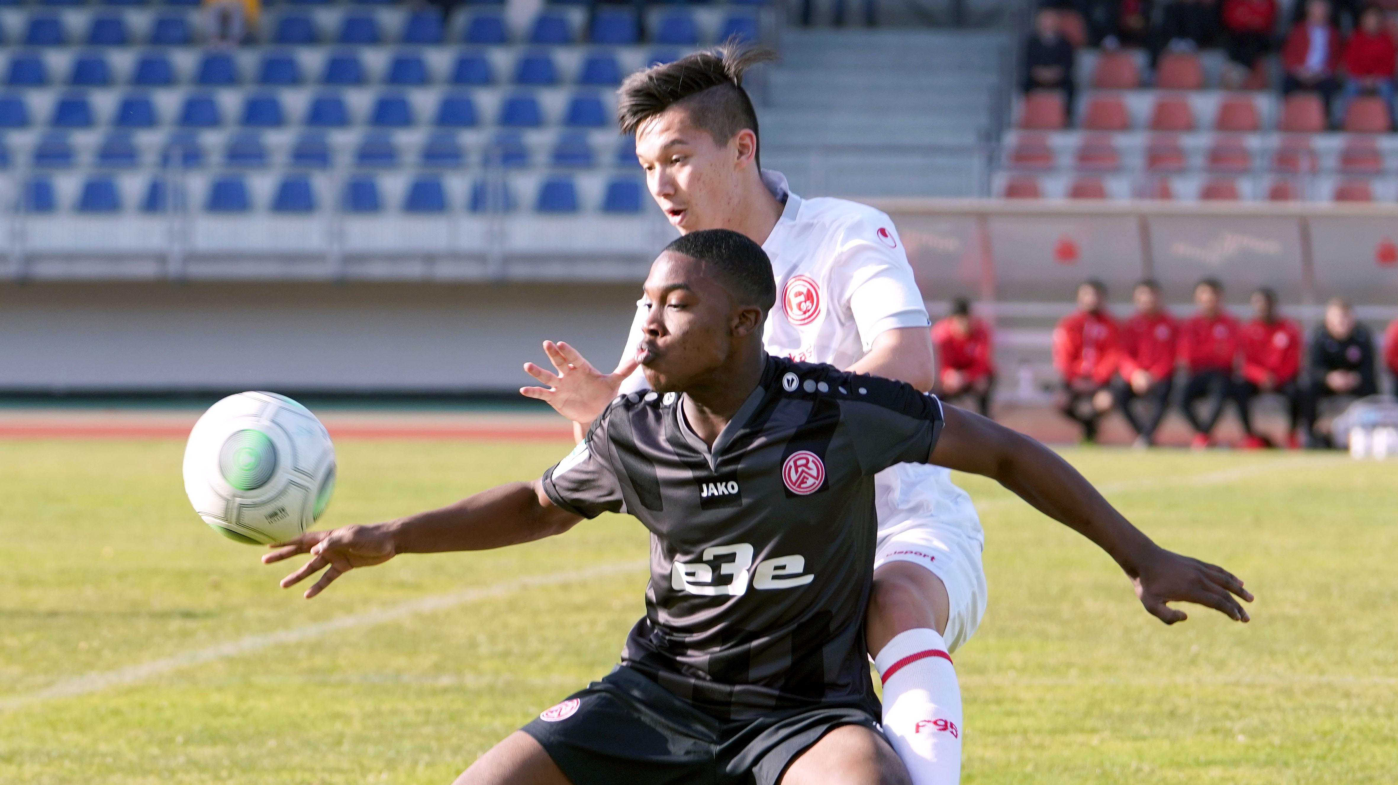 Morgen will der rot-weisse Nachwuchs gegen Borussia Mönchengladbach punkten. (Foto: Gohl)