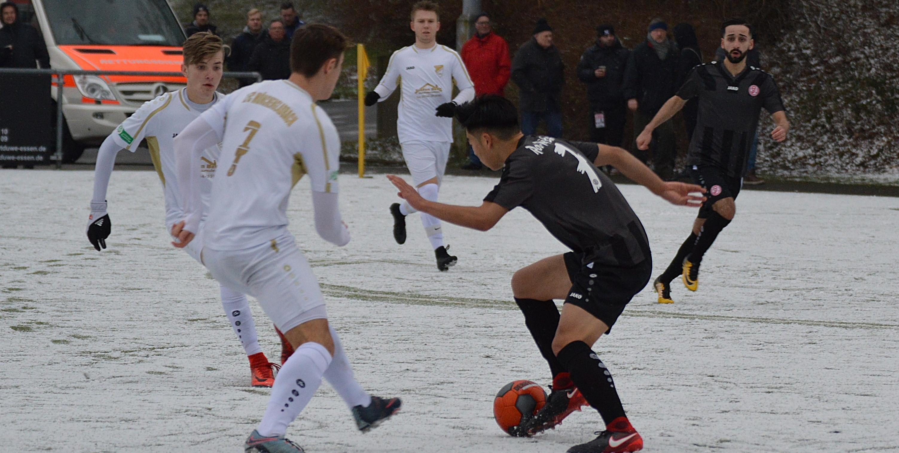 Die rot-weisse U19 konnte das Spitzenspiel gegen den 1.FC Mönchengladbach in letzter Minute drehen und mit 2:1 gewinnen. (Foto: Skuppin)
