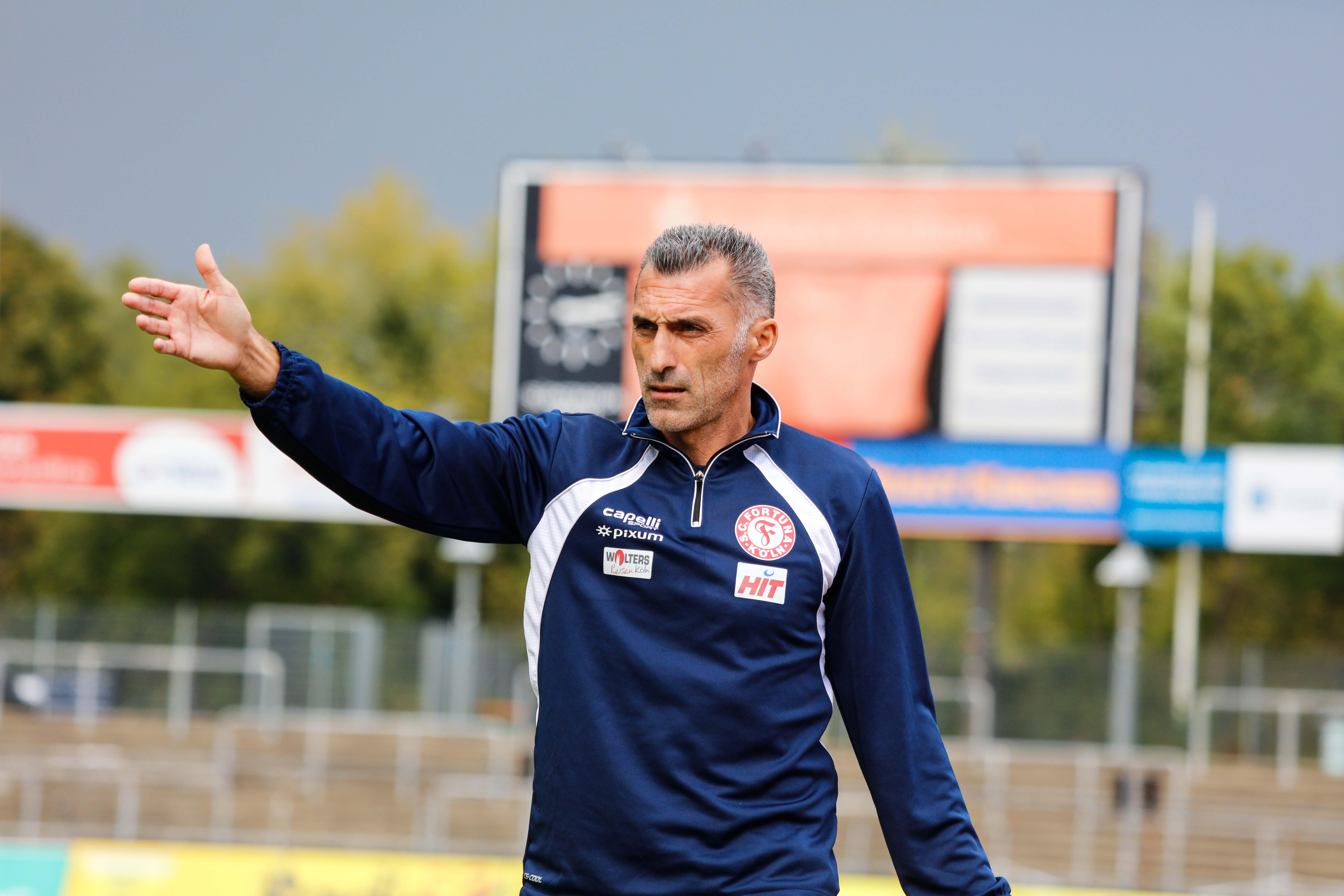 Thomas Stratos ist seit dieser Saison Übungsleiter beim Drittliga-Absteiger.