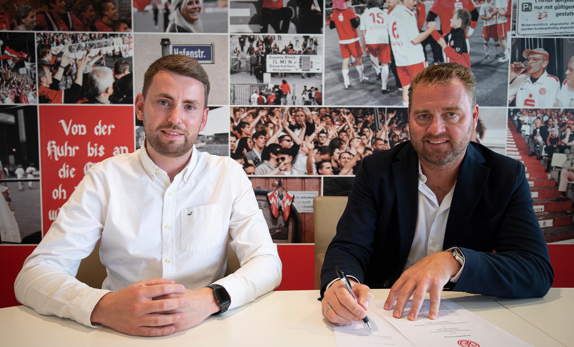Kooperieren in Zukunft für Rot-Weiss: Vertriebsleiter Daniel Elzer (l.) und Böttcher-und-Partner-Geschäftsführer Sven Böttcher (r.). (Foto: RWE)