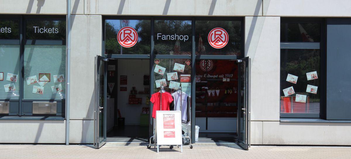 Mittwochs den 17.6 und 24.6 öffnet der RWE-Fanshop von 12 bis 15 Uhr.