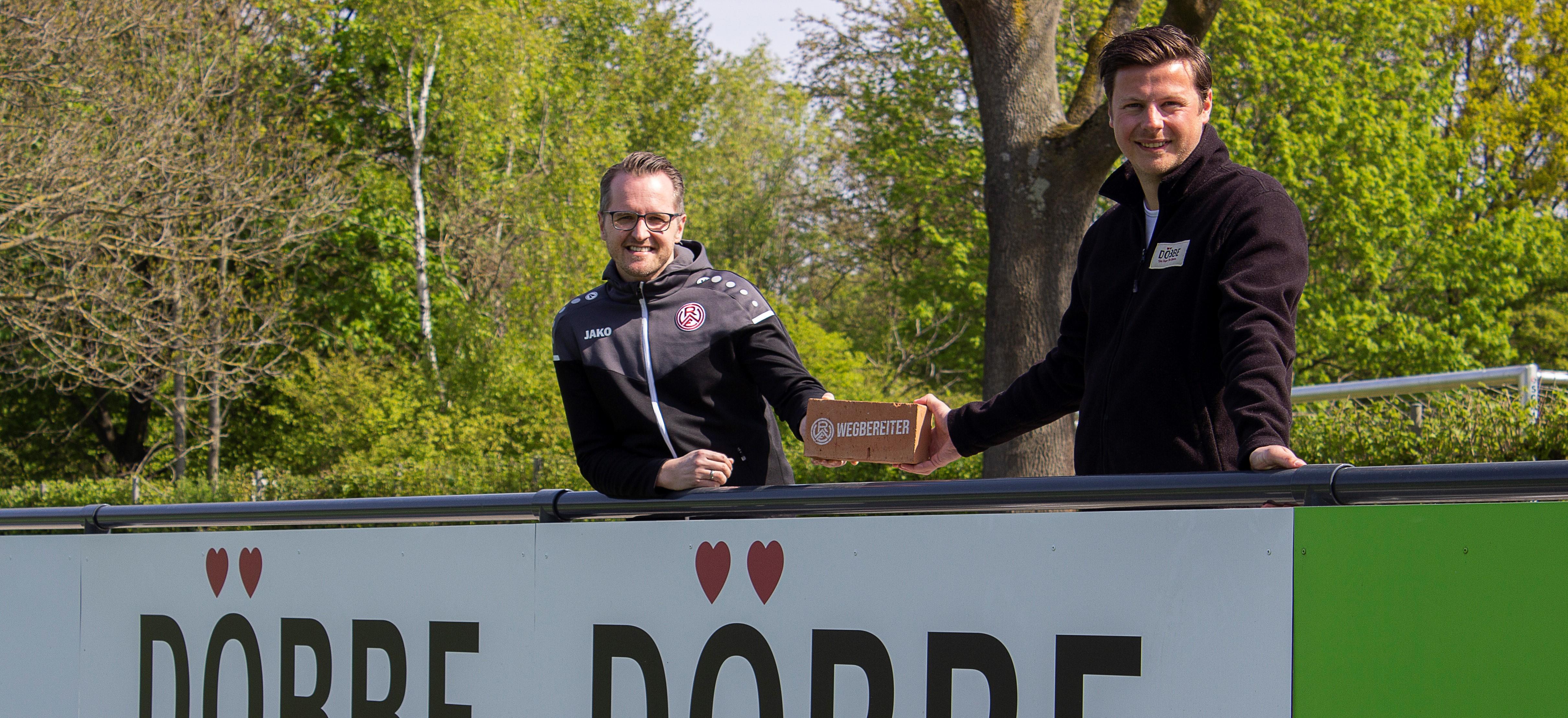 Gemeinsam anpacken: Die Essener Bäckerei Döbbe unterstützt den RWE-Nachwuchs als Wegbereiter. (Foto: Naarmann)