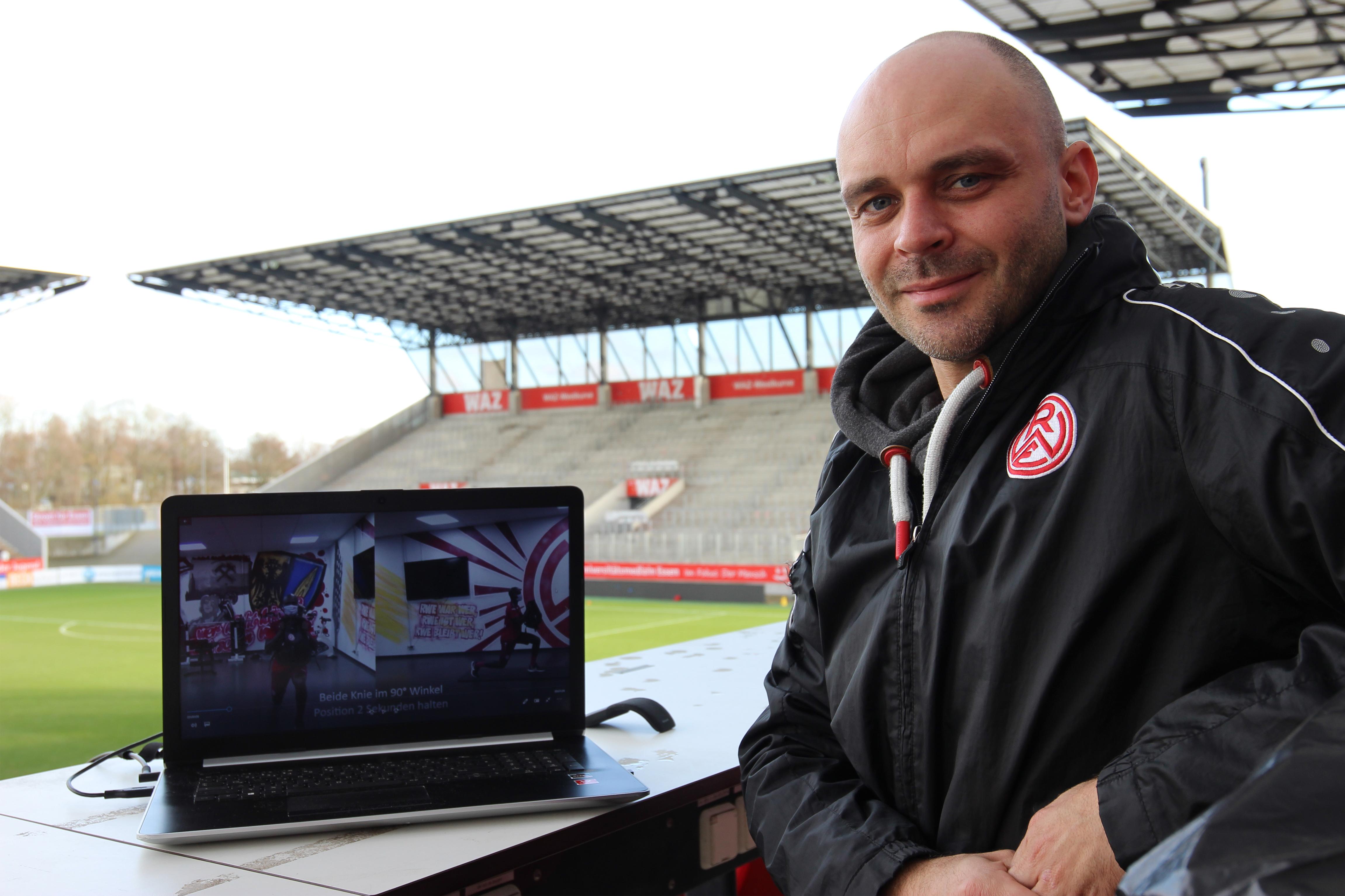 Alles digital dabei: Matthias Gesenhues hat das Heimtraining auf seinem Laptop.
