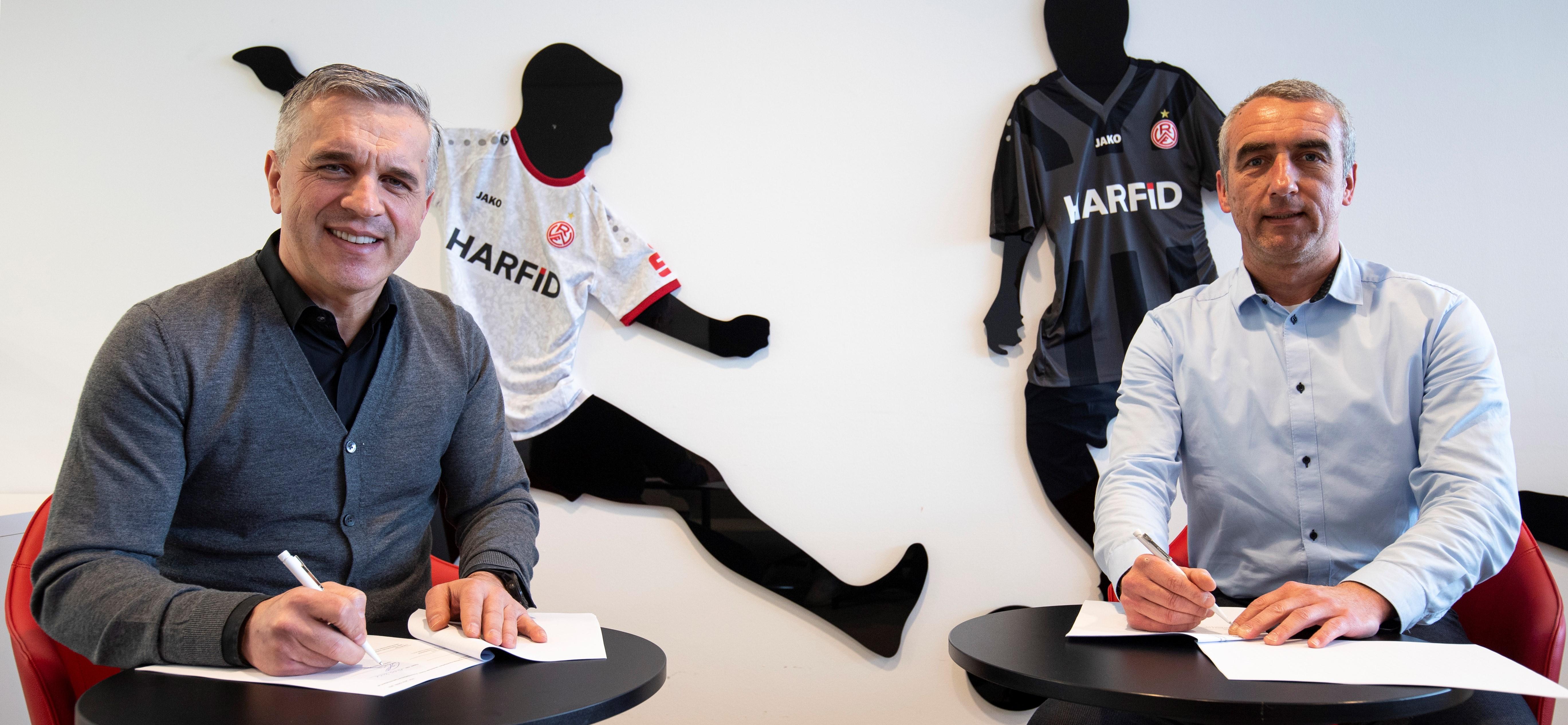 Glücklich über die Verlängerung der Partnerschaft: HARFID-Unternehmensgründer und Sprecher der Geschäftsführung Harfid Hadrovic (l.) sowie RWE-Vorstand Marcus Uhlig.