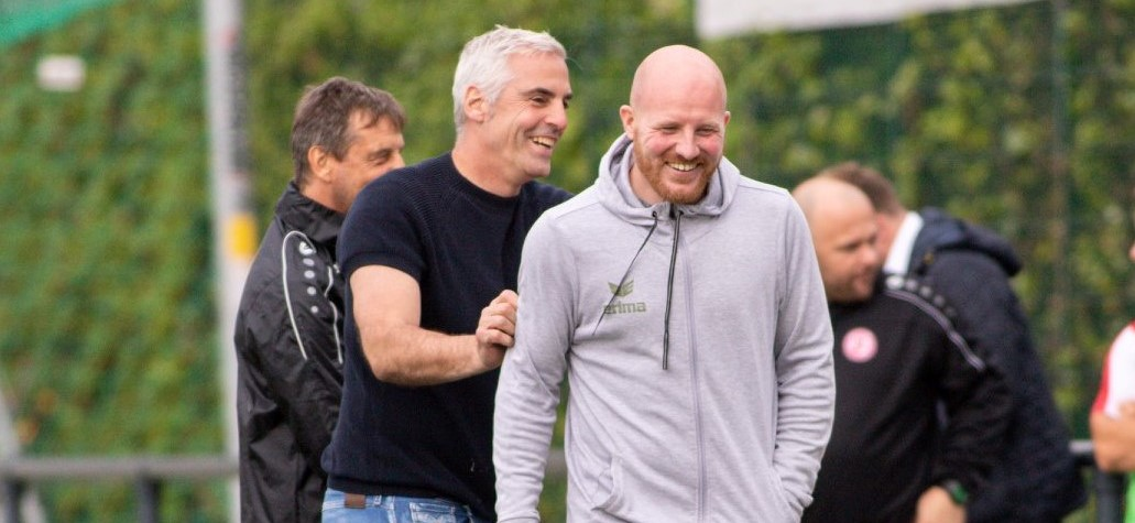 Für Frank Kurth (l.), hier mit Ex-RWE-Spieler Stefan Lorenz, ist die Arbeit mit der zweiten Mannschaft unlängst zu einer Berufung geworden. (Foto: Breilmannswiese)