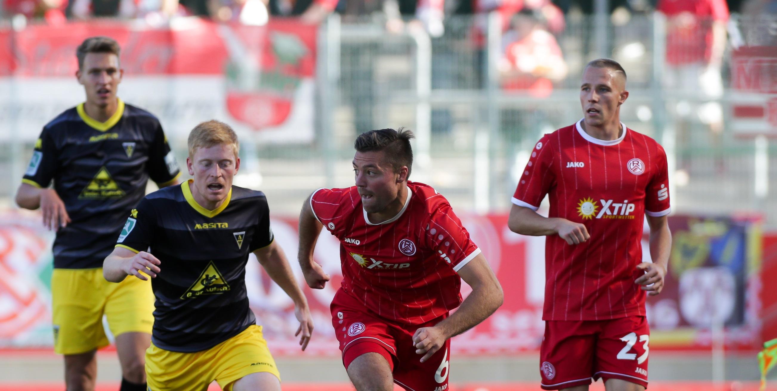 Im Hinspiel verlor unser RWE mit 0:1. Florian Bichler (re.) wird im Spiel gegen Aachen verletzt fehlen.
