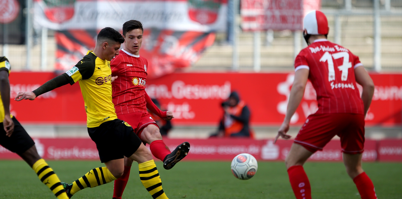 In einem umkämpften Spiel trennten sich Rot-Weiss Essen und die BVB-U23 mit 0:0. (Foto: Endberg)
