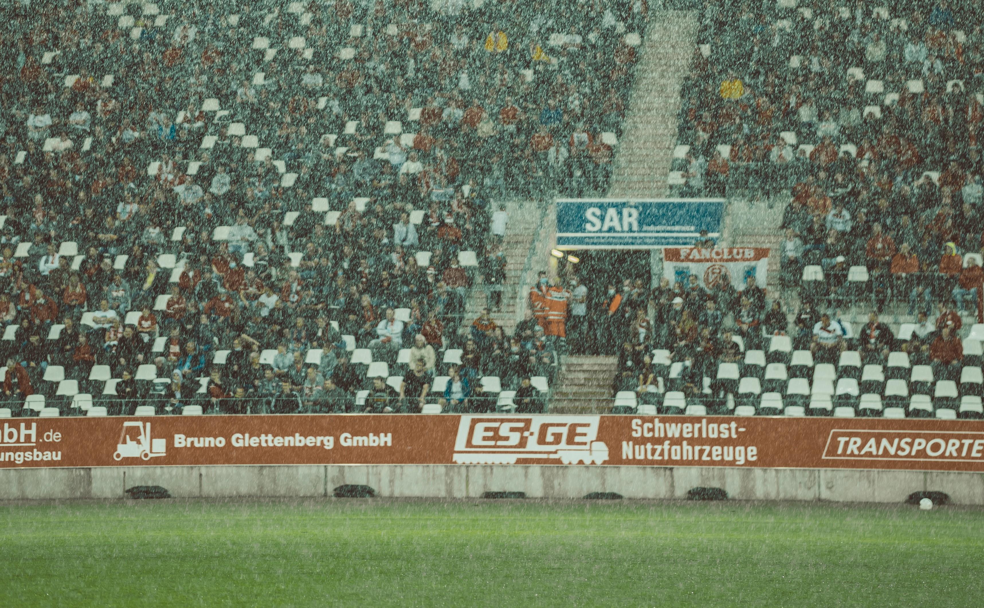 Fans von Nah und Fern: Im Falle von RWE keine Redewendung, sondern die Realität. (Foto: Fotojob Philipp)