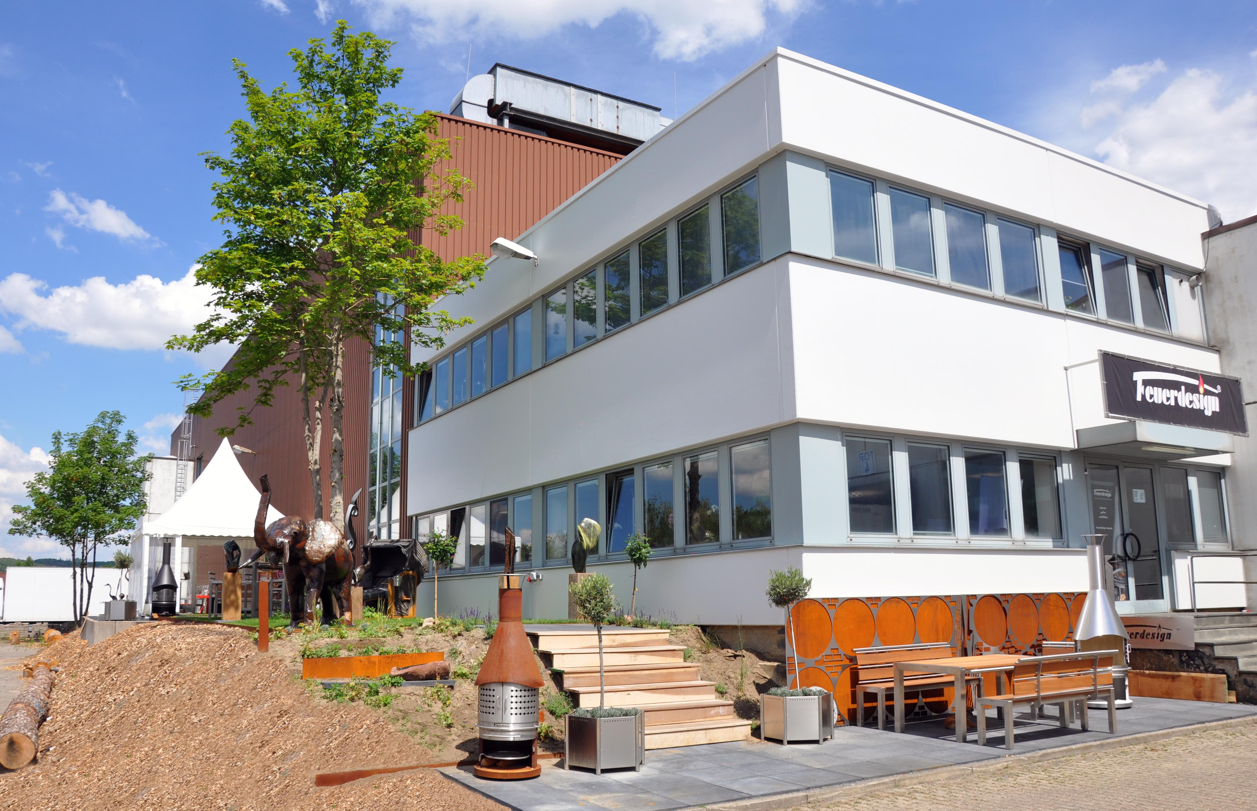 Das Unternehmen FEUERDESIGN, das seinen Geschäftsbereich Tischgrills und Online Shop in Essen hat, ist ab sofort Business Partner von Rot-Weiss Essen. (Foto: FEUERDESIGN)