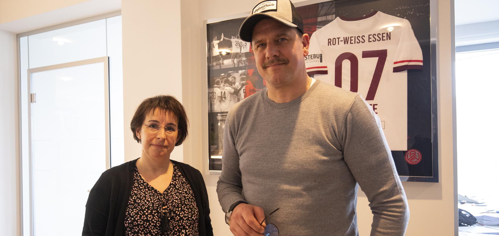 Arbeiten dank den Rot-Weissen Seiten zusammen: Yvonne Peipelmann (l.) und Lars Schulte, geschäftsführender Gesellschafter der Schulte Immobilien-Gruppe.