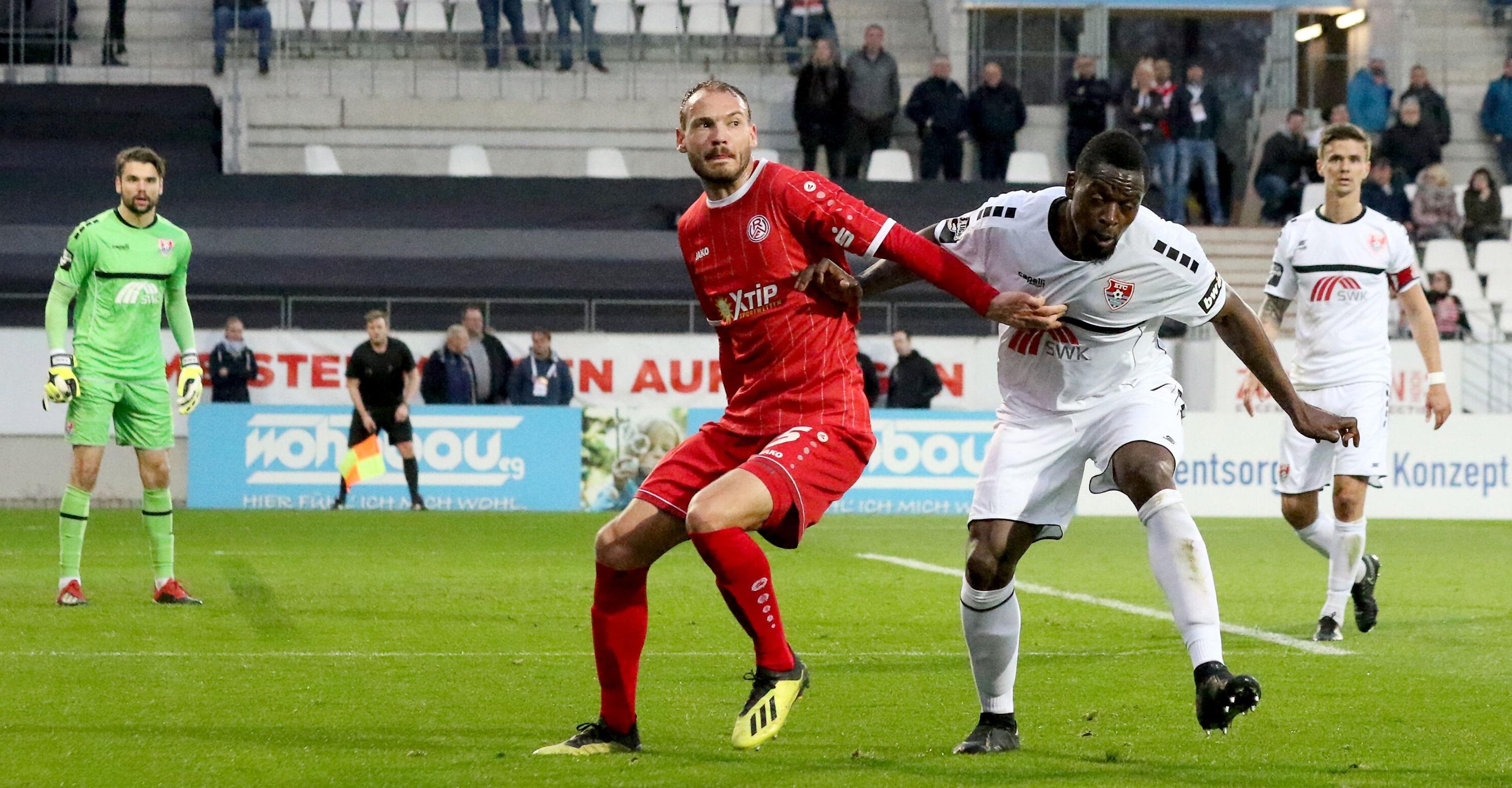 In einem umkämpften Pokalspiel musste Rot-Weiss Essen sich gegen den KFC Uerdingen geschlagen geben. (Foto: Endberg)