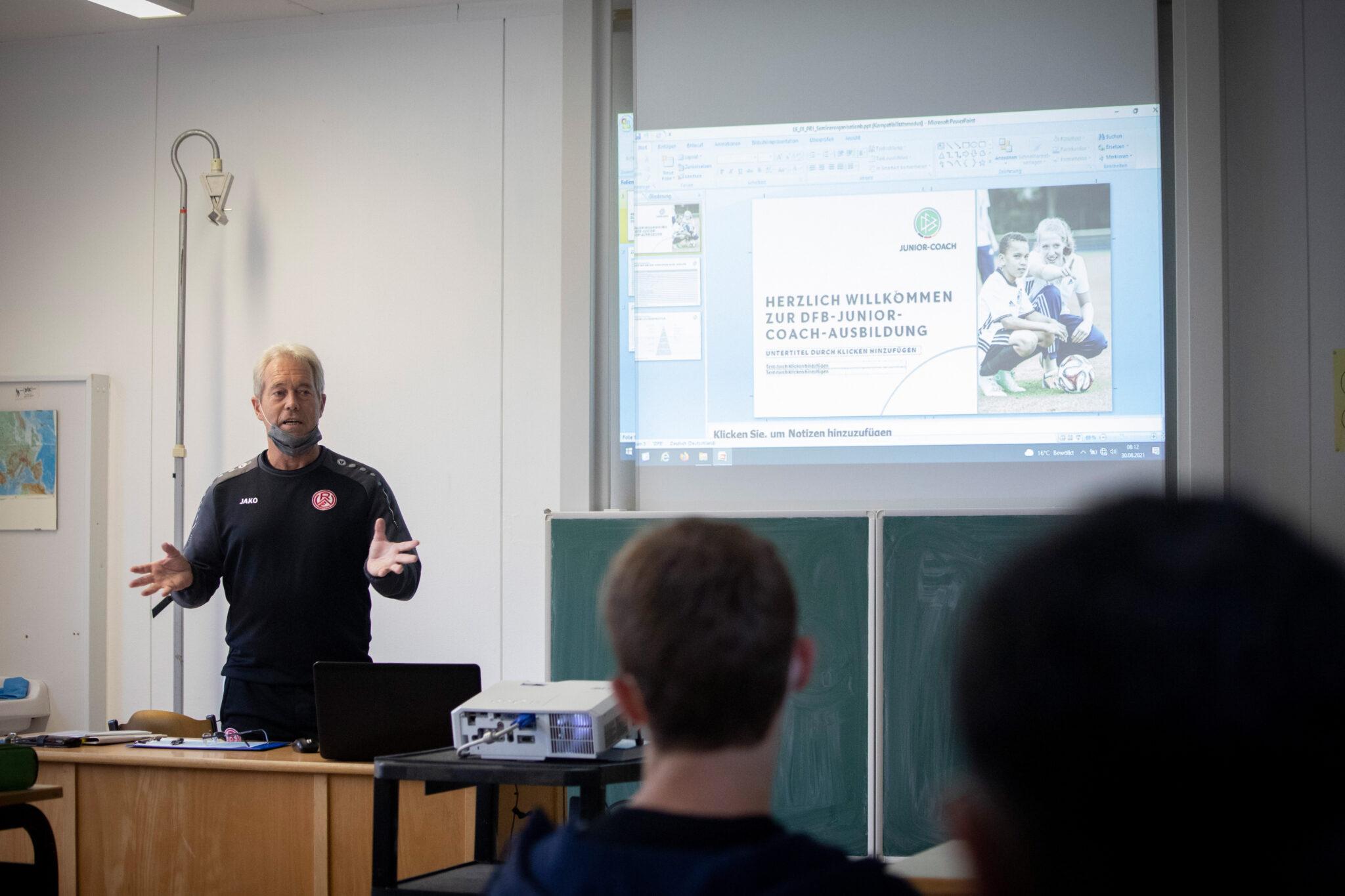 Junior-Coach: Früh an der Seitenline übt sich – Rot-Weiss Essen